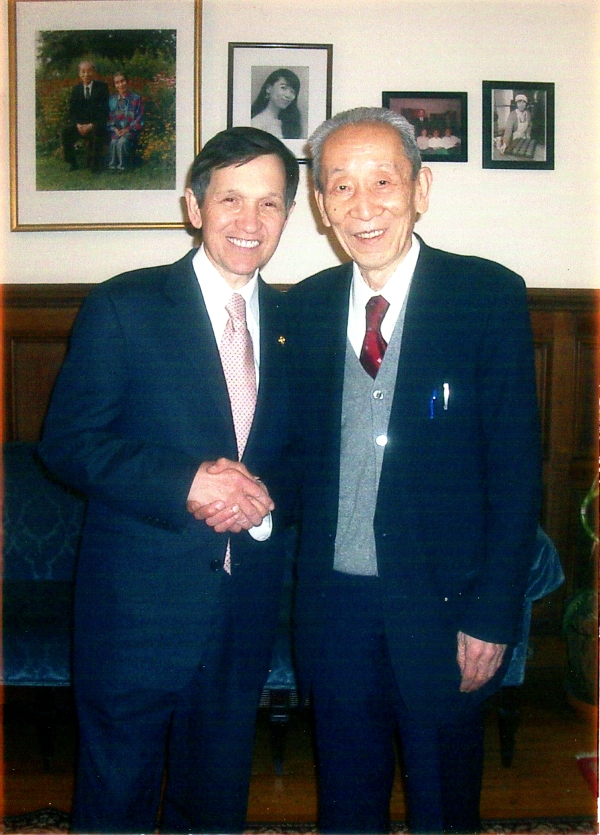 DennisKucinich and Michio 2004