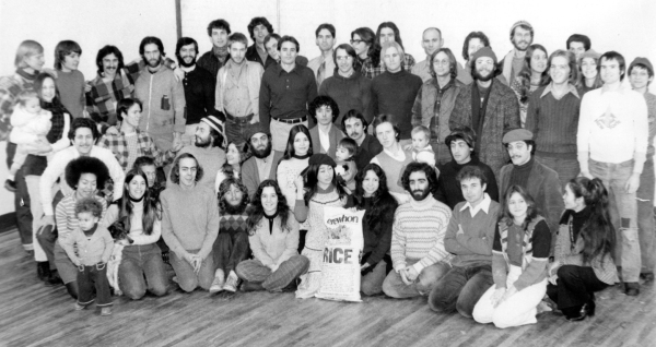 Erewhon employees gather for a photo in the 70s (Aveline Kushi is at the bottom right)